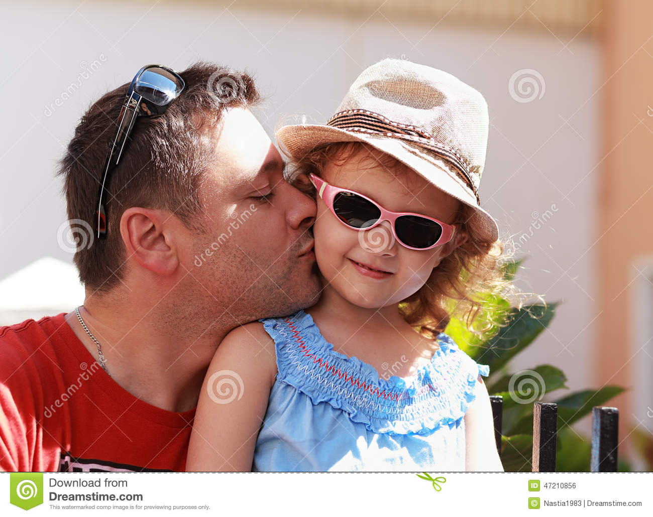 father daughter french kissing