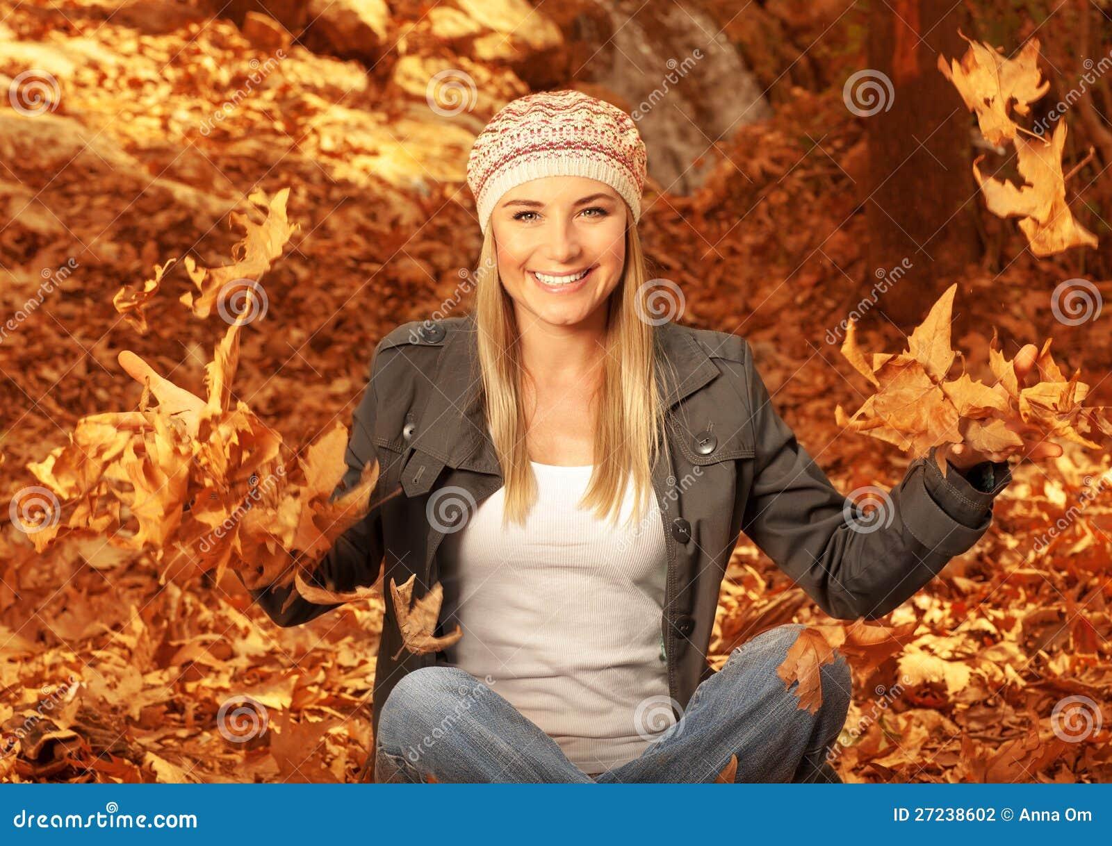 Фото блондинки в лесу 25 фотография
