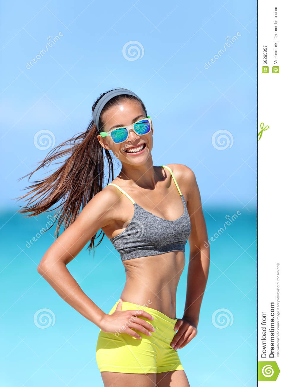247b56d5da37 Happy Fit Beach Girl Wearing Sunglasses In Fitness Sportswear Stock ...