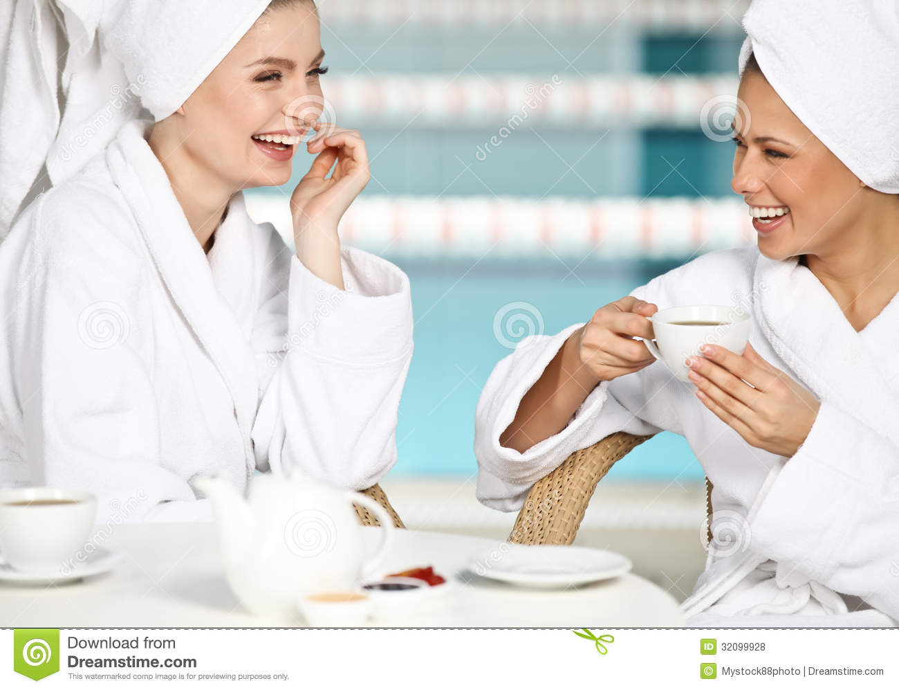Happy friends royalty free stock photos image 32099928 for Salon younga