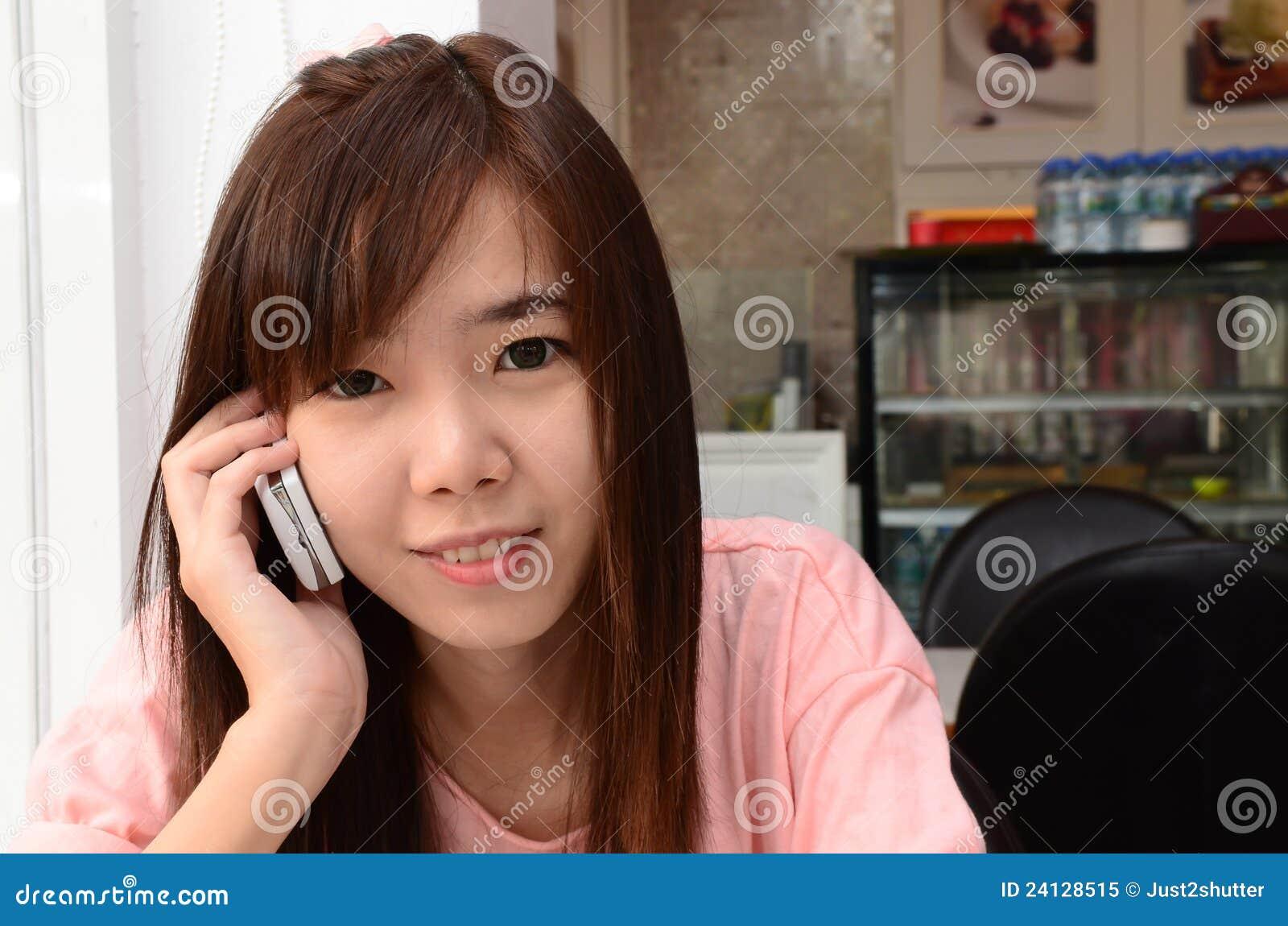 Girl speaks telephone upskirt cameltoe 3