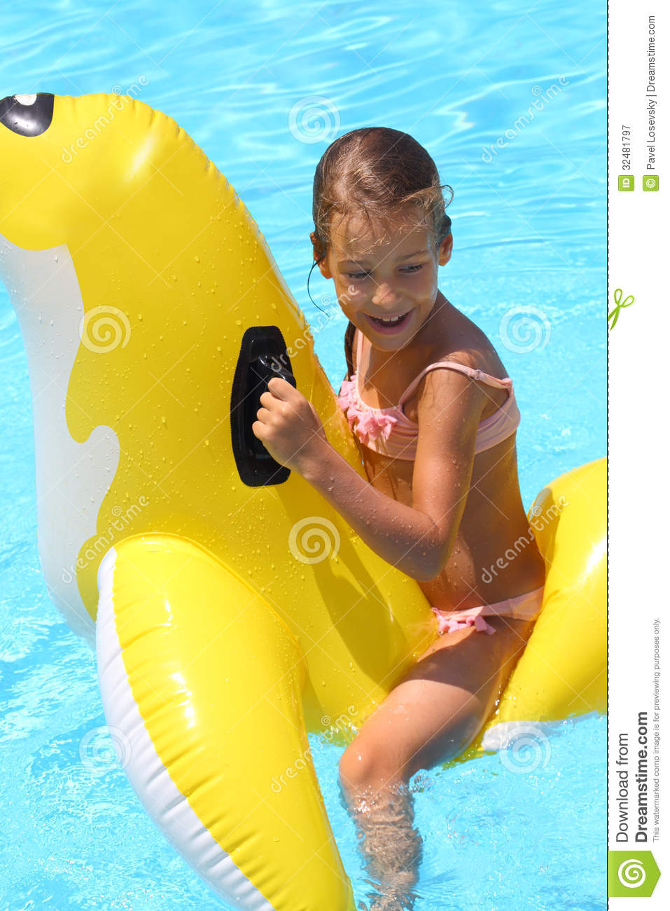 Attirant Happy Girl Swimming At The Childrens Inflatable Toy