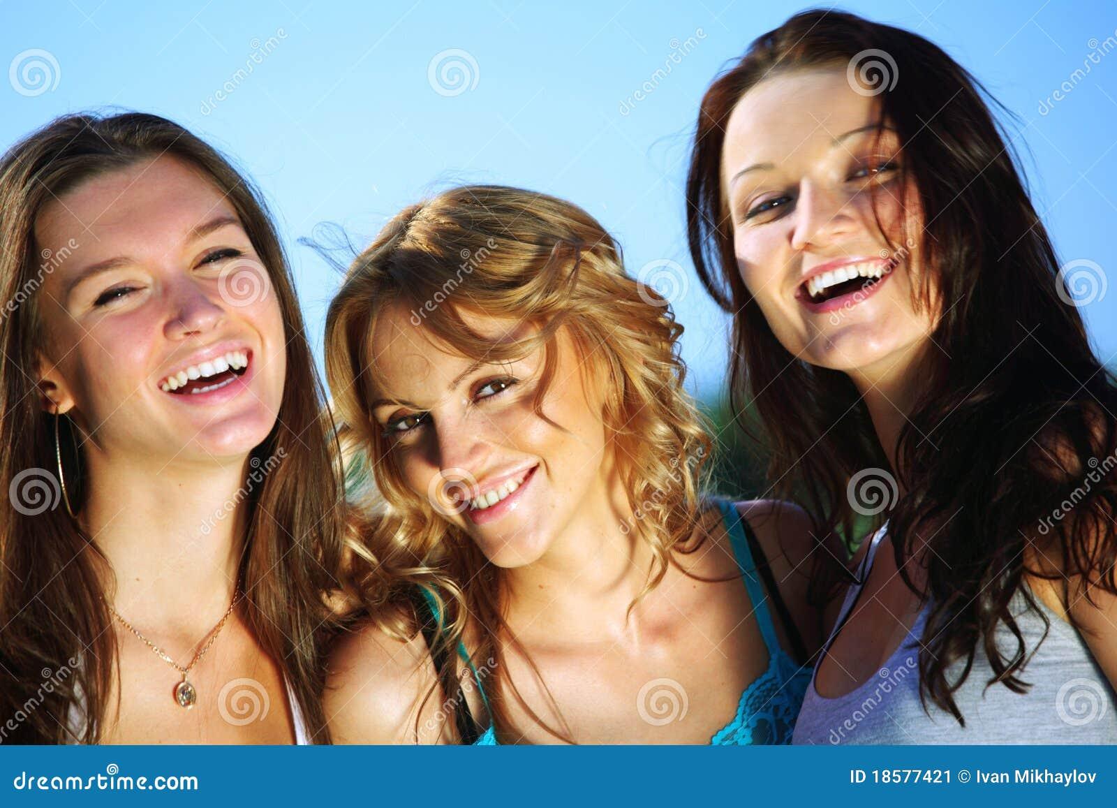 Фото веселые подружки 1 фотография