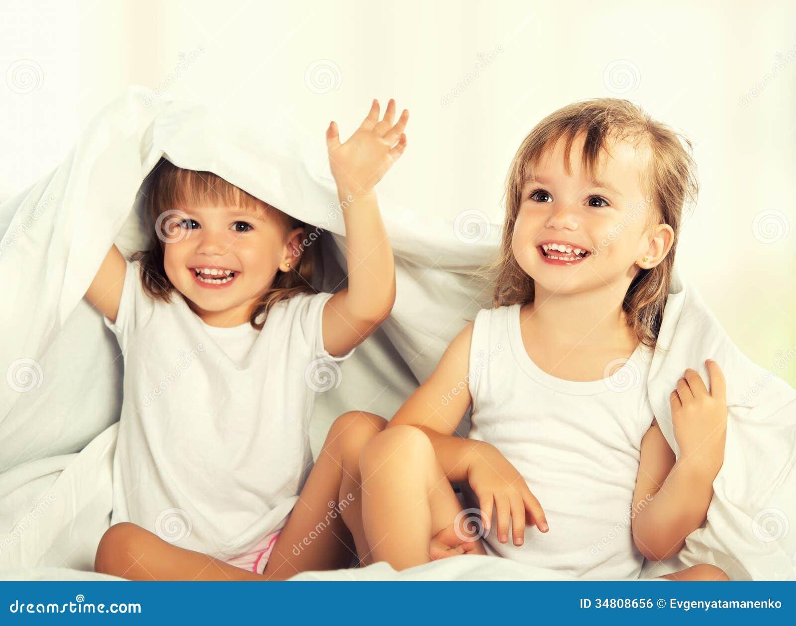 Фото голых девочек близняшек 21 фотография