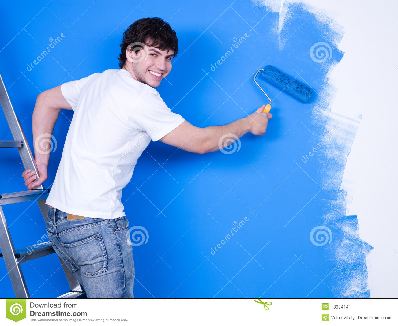 happy-man-painting-wall-13994141.jpg