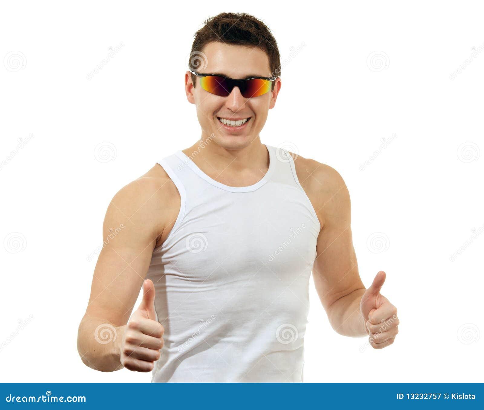 Conhecendo O Efeito Platô happy-man-white-t-shirt-sunglasses-13232757