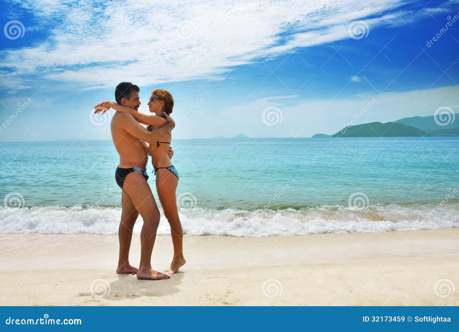 parejas en la playa