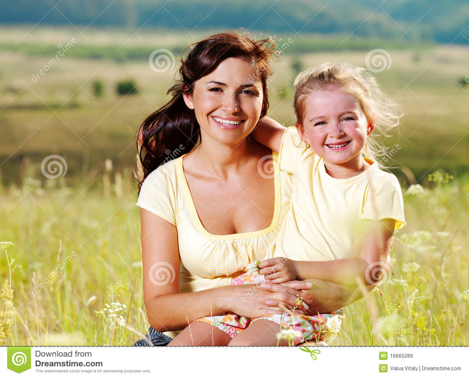 golaya-mama-na-prirode