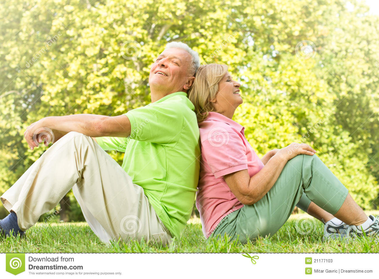 happy-old-people-relaxed-21177103.jpg