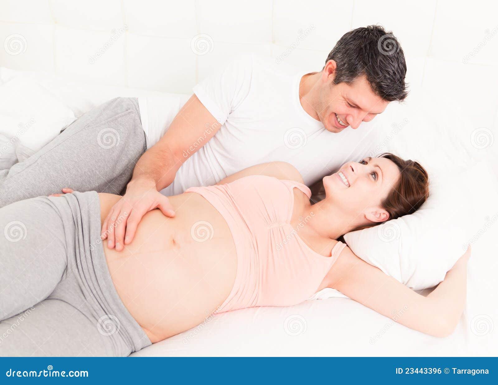 Когда секс во время беременности противопоказан