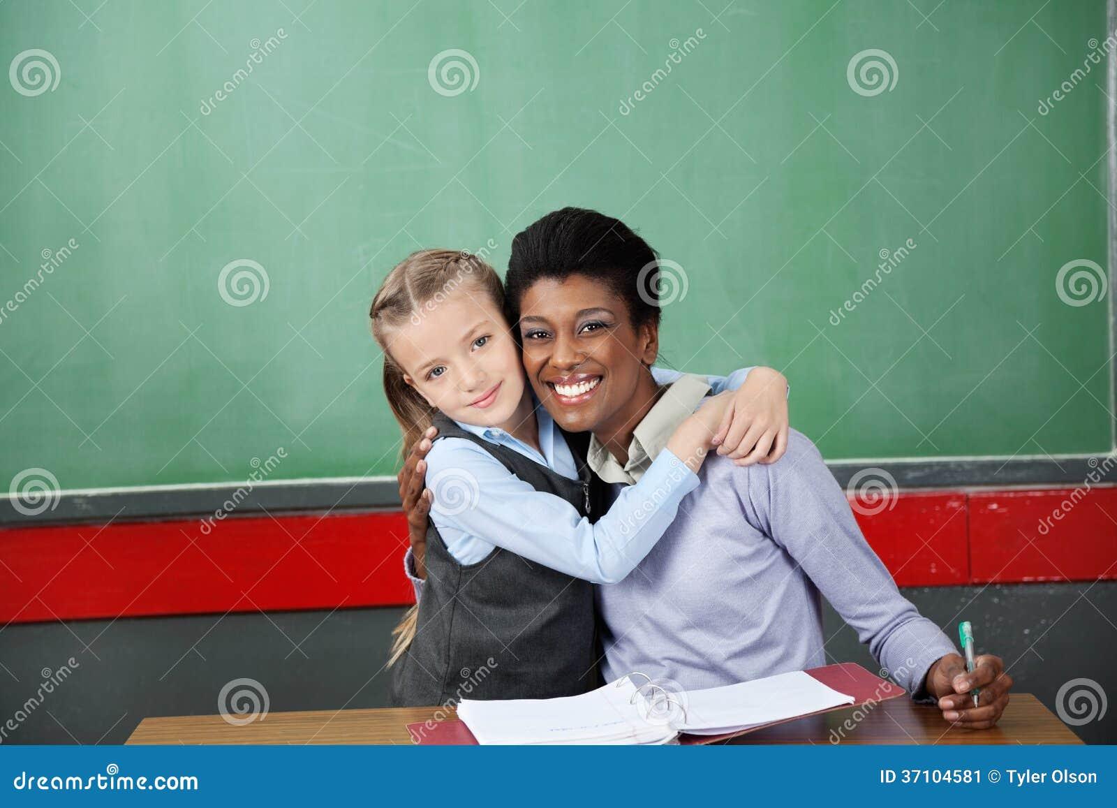 С учителем на столе 6 фотография