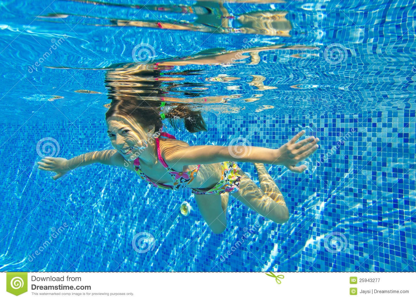 child swimming underwater - photo #17