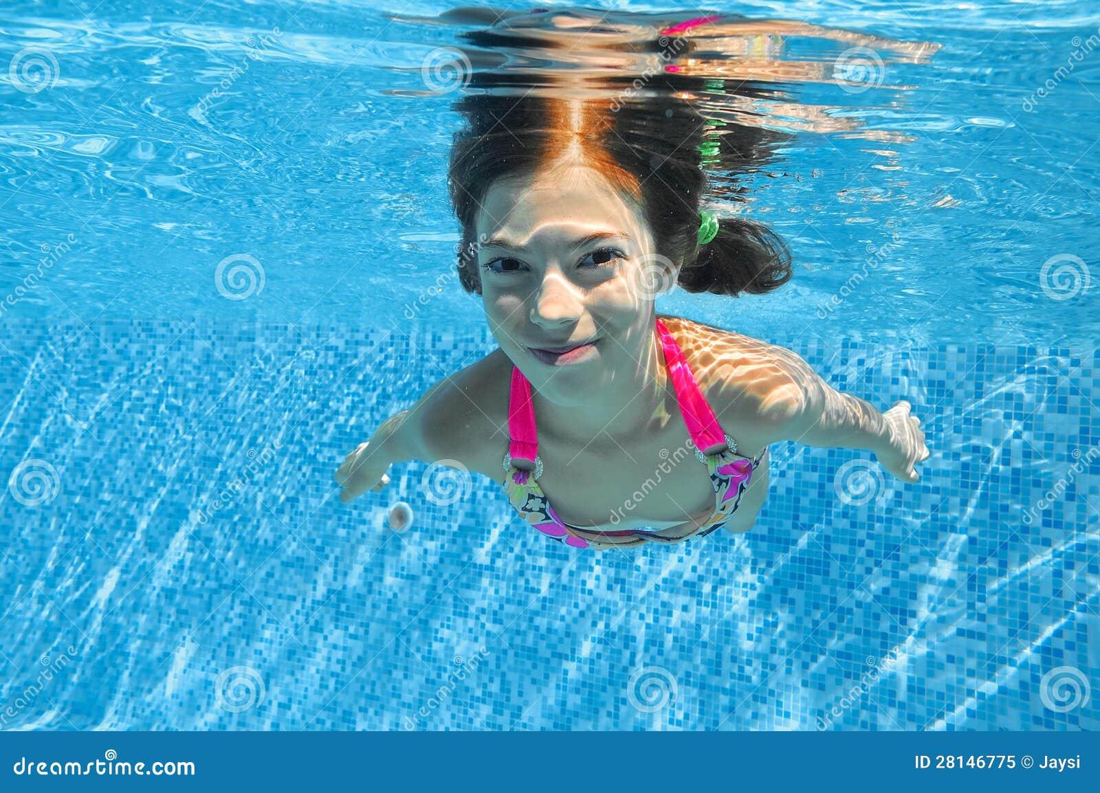 child swimming underwater - photo #43