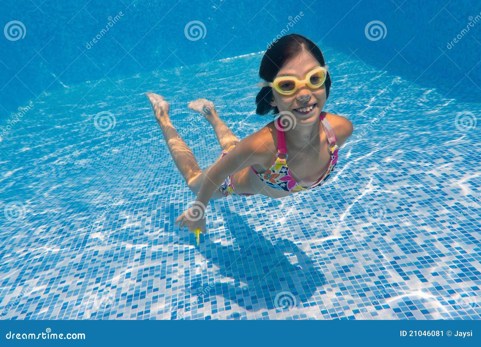 child swimming underwater - photo #14