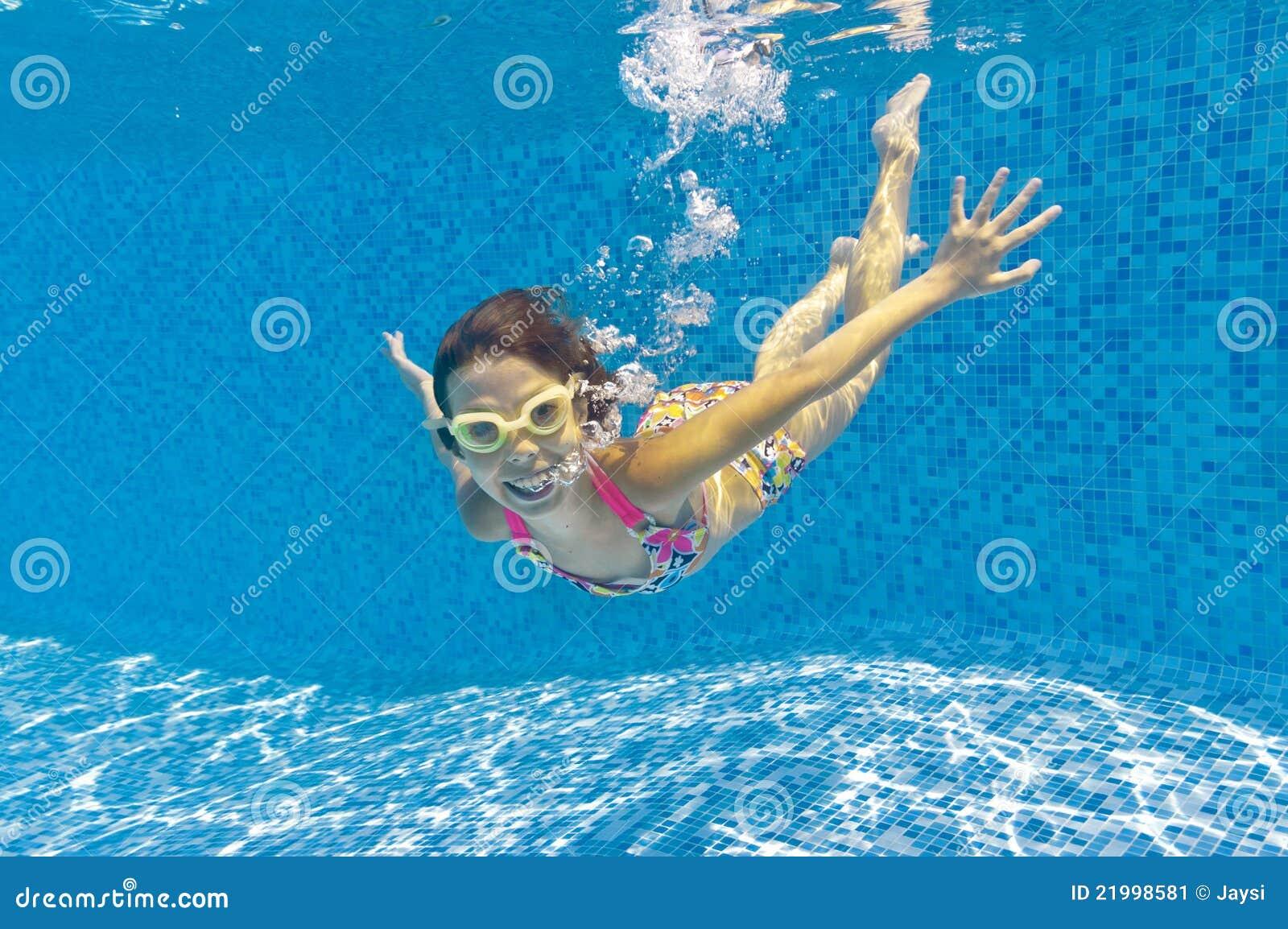 child swimming underwater - photo #26