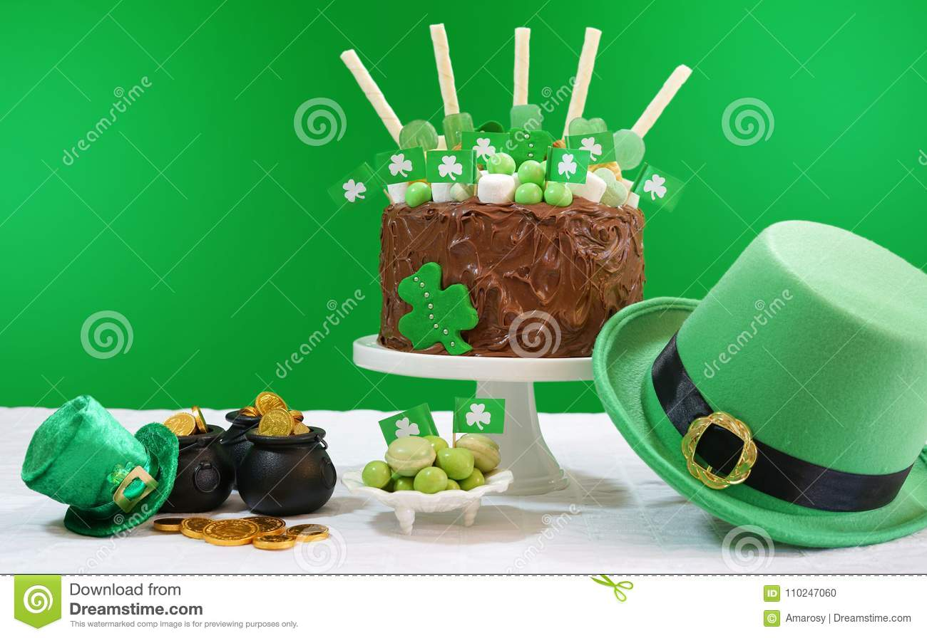Fantastic St Patrick S Day Party Table With Chocolate Cake Leprechaun Hat Birthday Cards Printable Trancafe Filternl