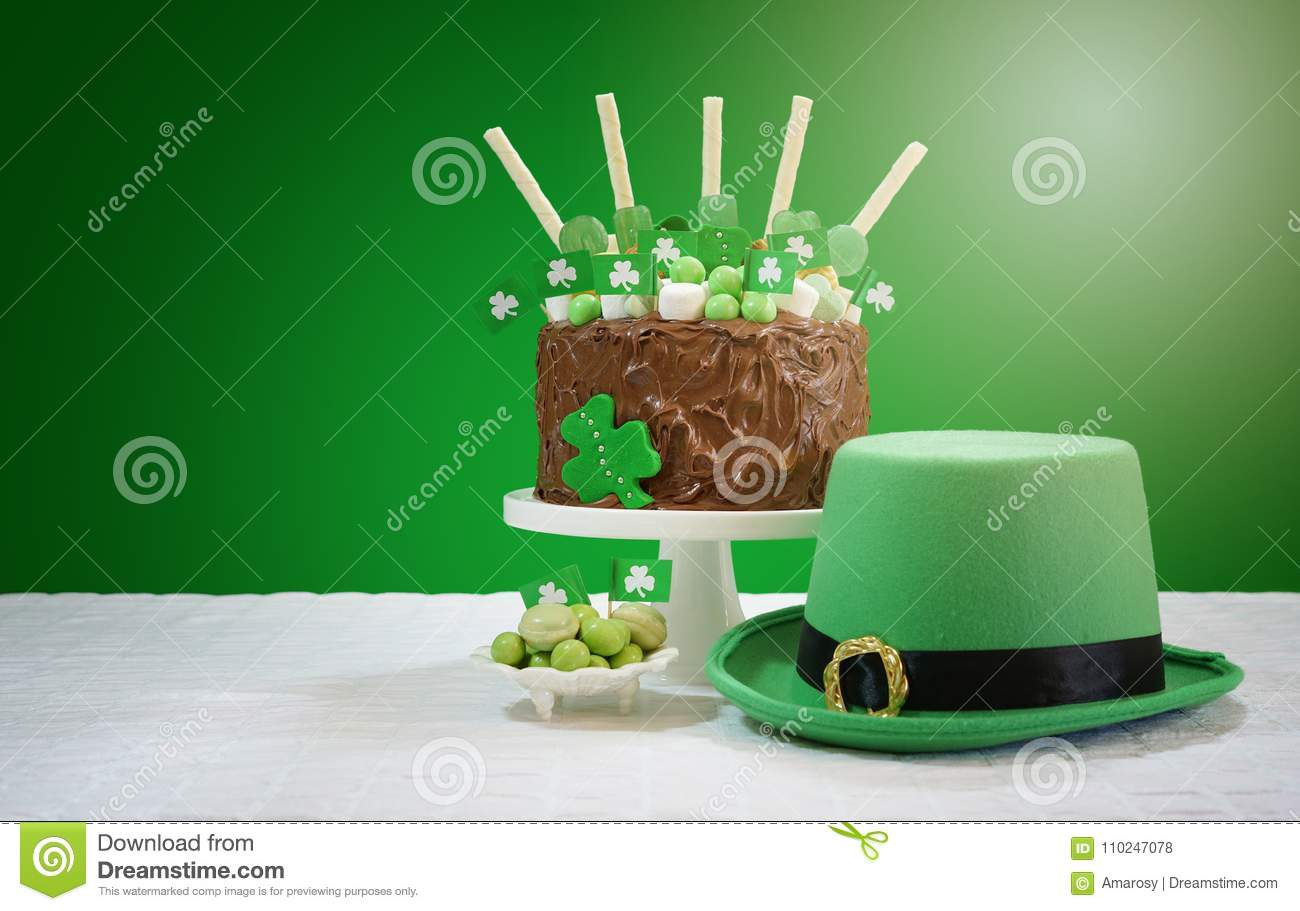 Marvelous St Patrick S Day Party Table With Chocolate Cake Leprechaun Hat Birthday Cards Printable Trancafe Filternl