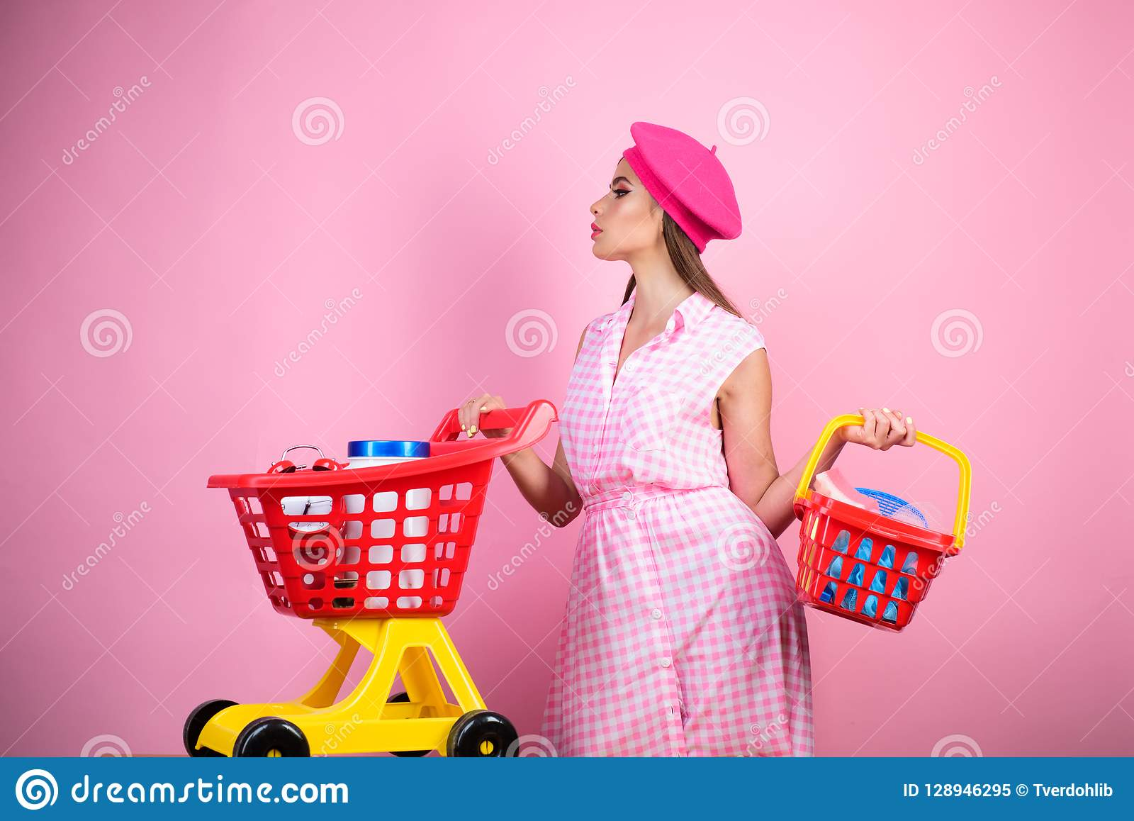 Happy stylish girl enjoying online shopping. savings on purchases. vintage housewife woman ready to pay in supermarket