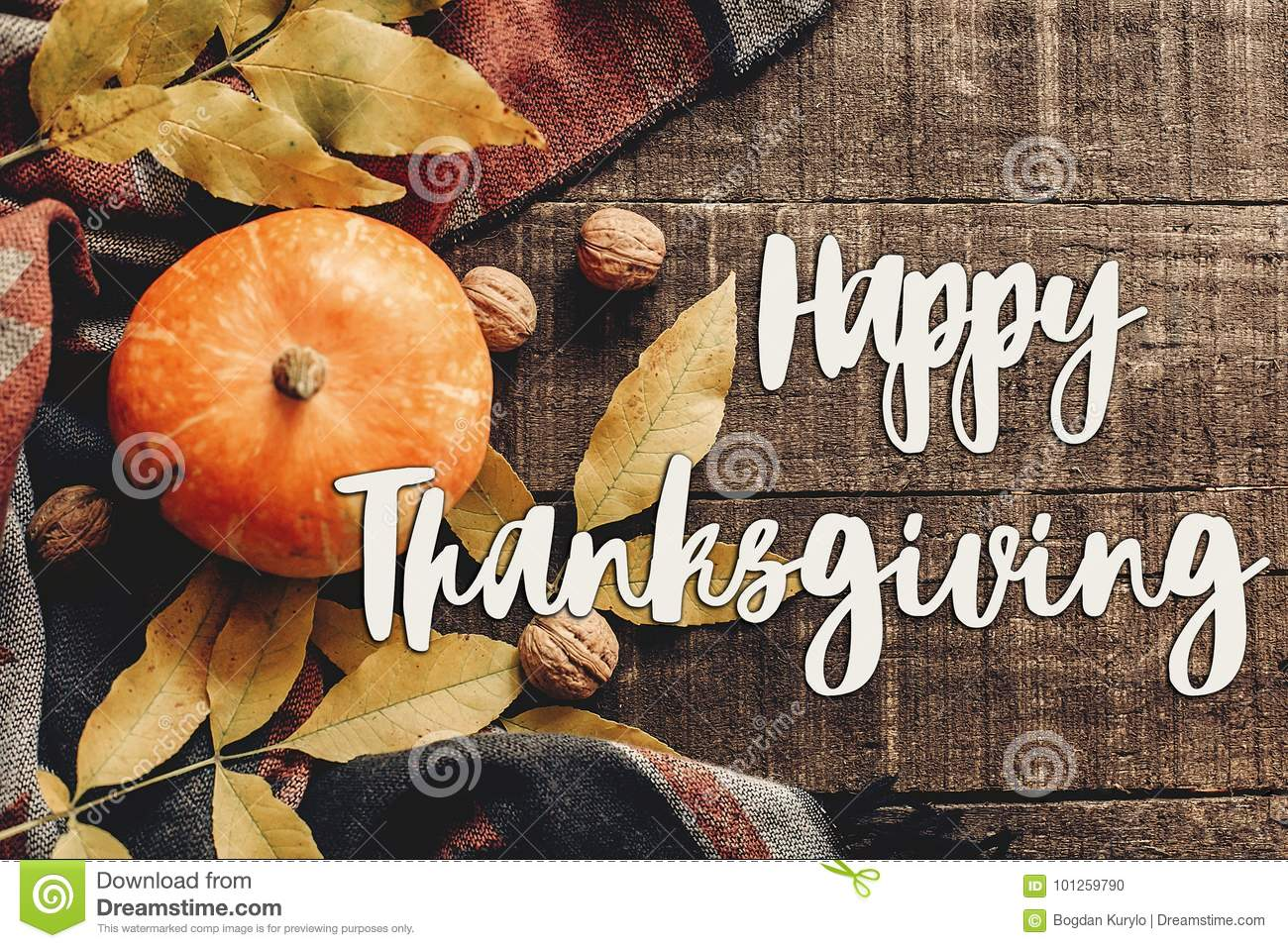 Happy thanksgiving text sign flat lay. pumpkin with leaves and