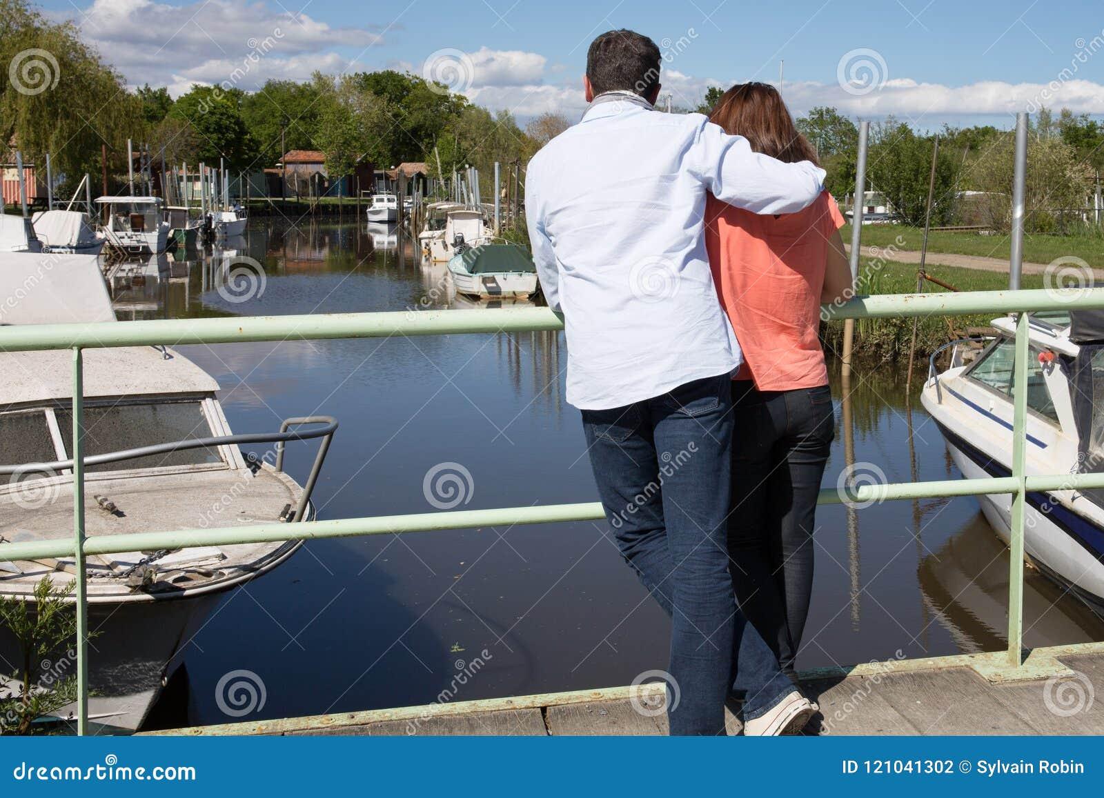 Dating Woman Arcachon. Omul se intalne? te cu omul Algeria