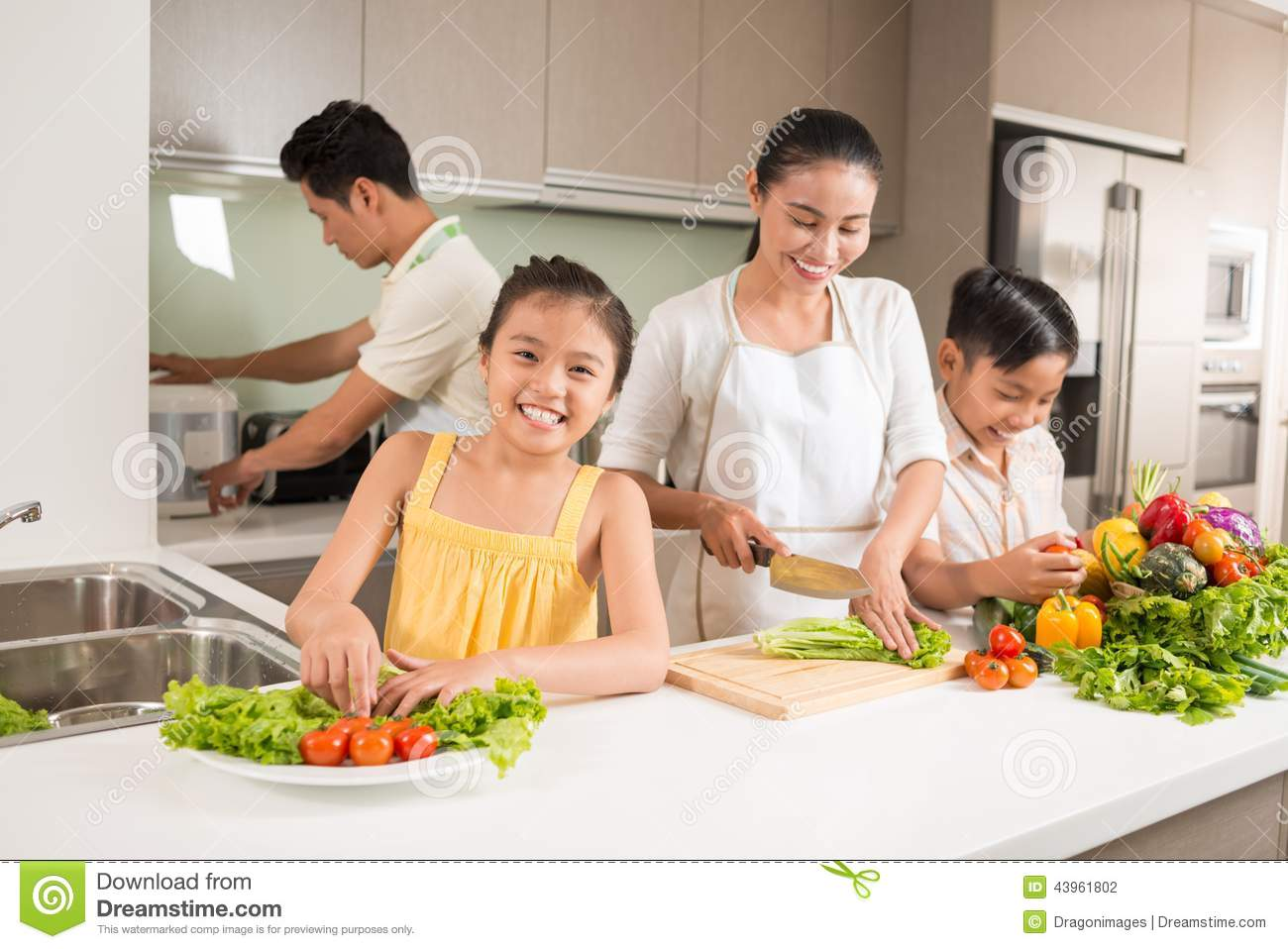 happy-vietnamese-family-cooking-dinner-together-43961802.jpg