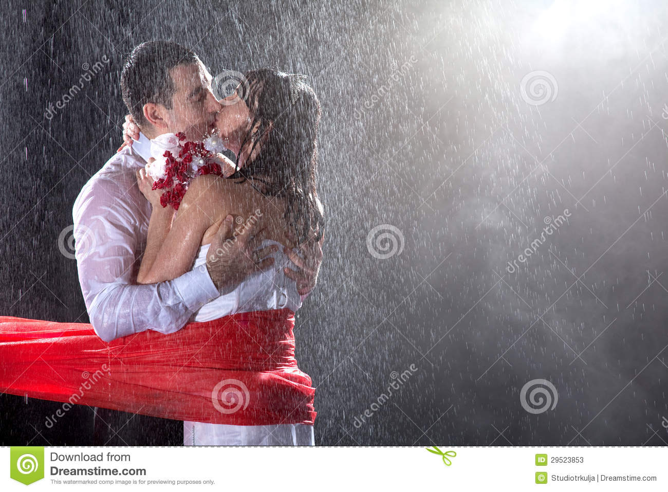 Images Of Lovers In Rain: Happy Wedding Lovers On Strong Rain Stock Photos