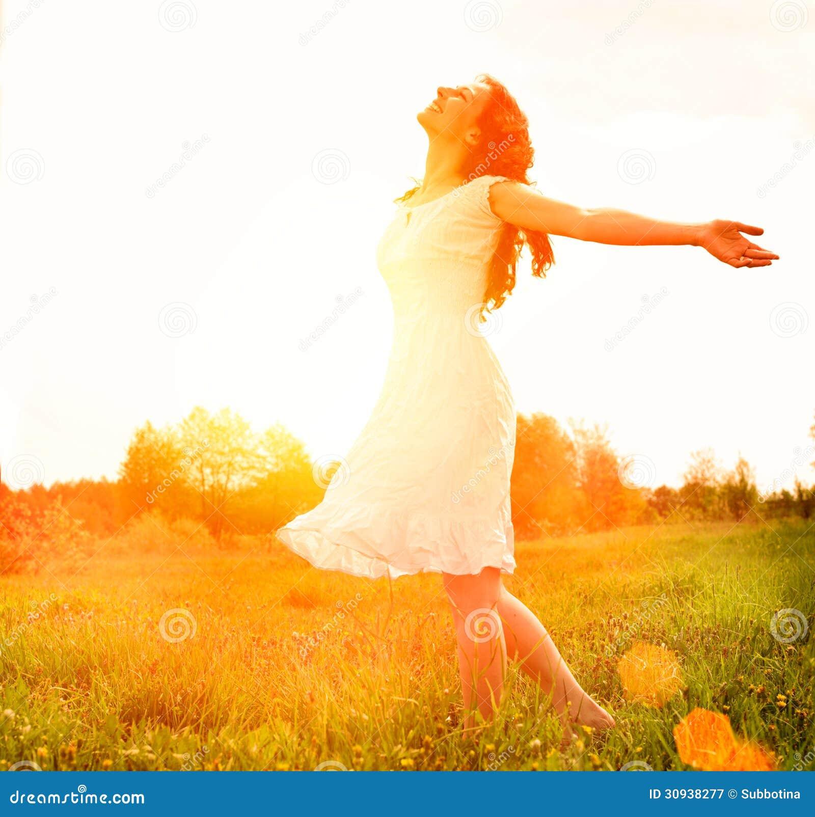 happy-woman-enjoying-nature-enjoyment-fr