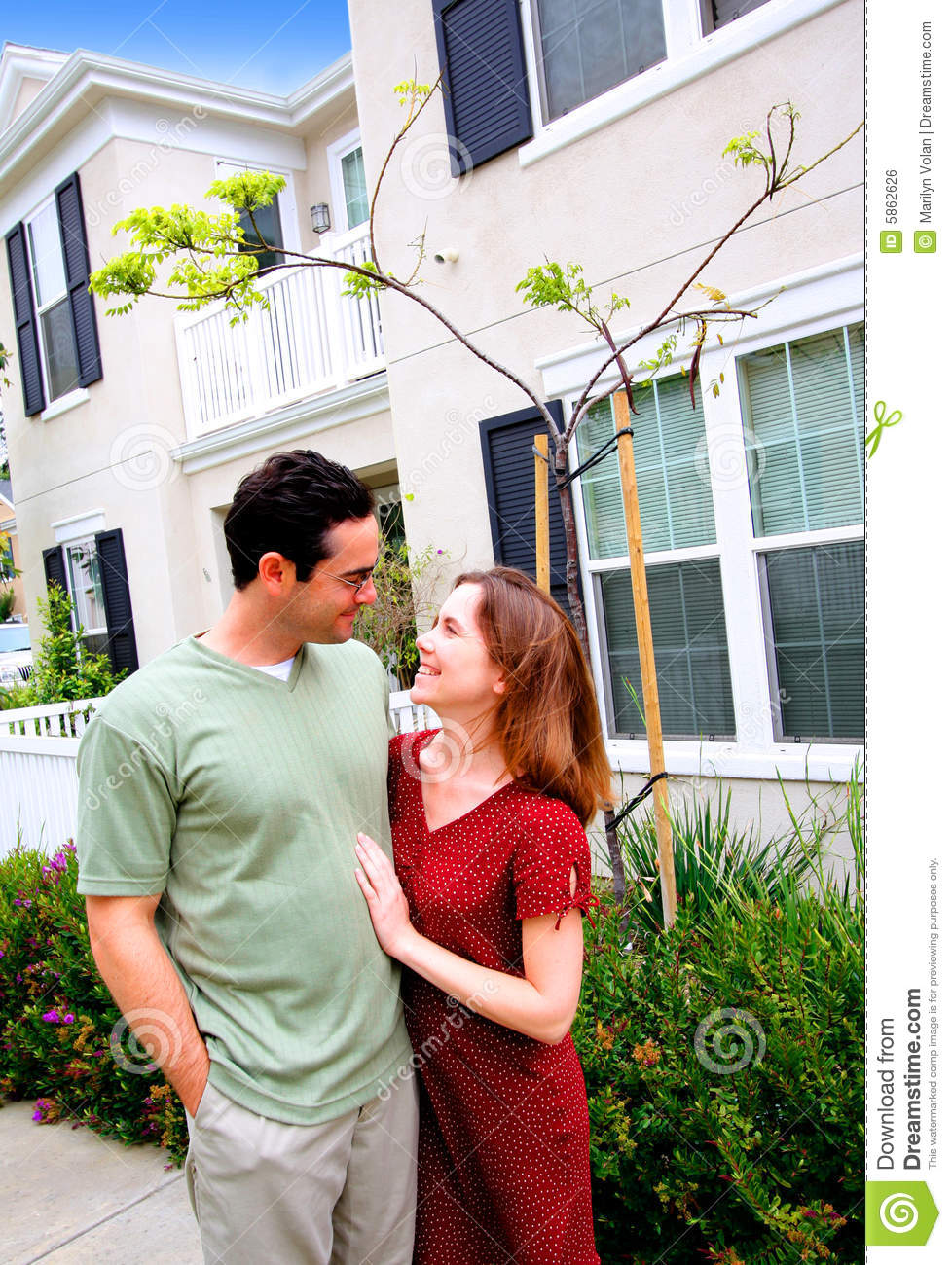 Happy young couple new home royalty free stock image image 5862626 - Young couple modern homes ...