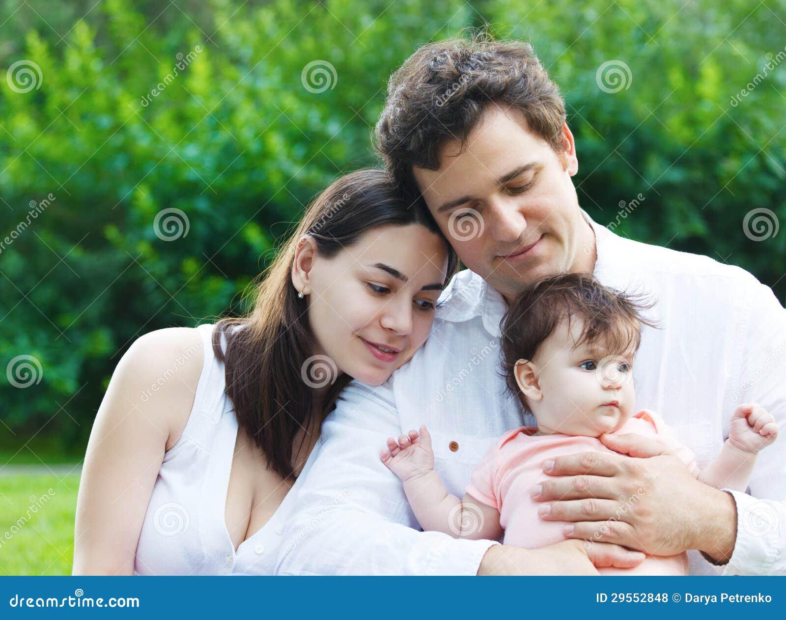 Фото молодой семейной пары 11 фотография
