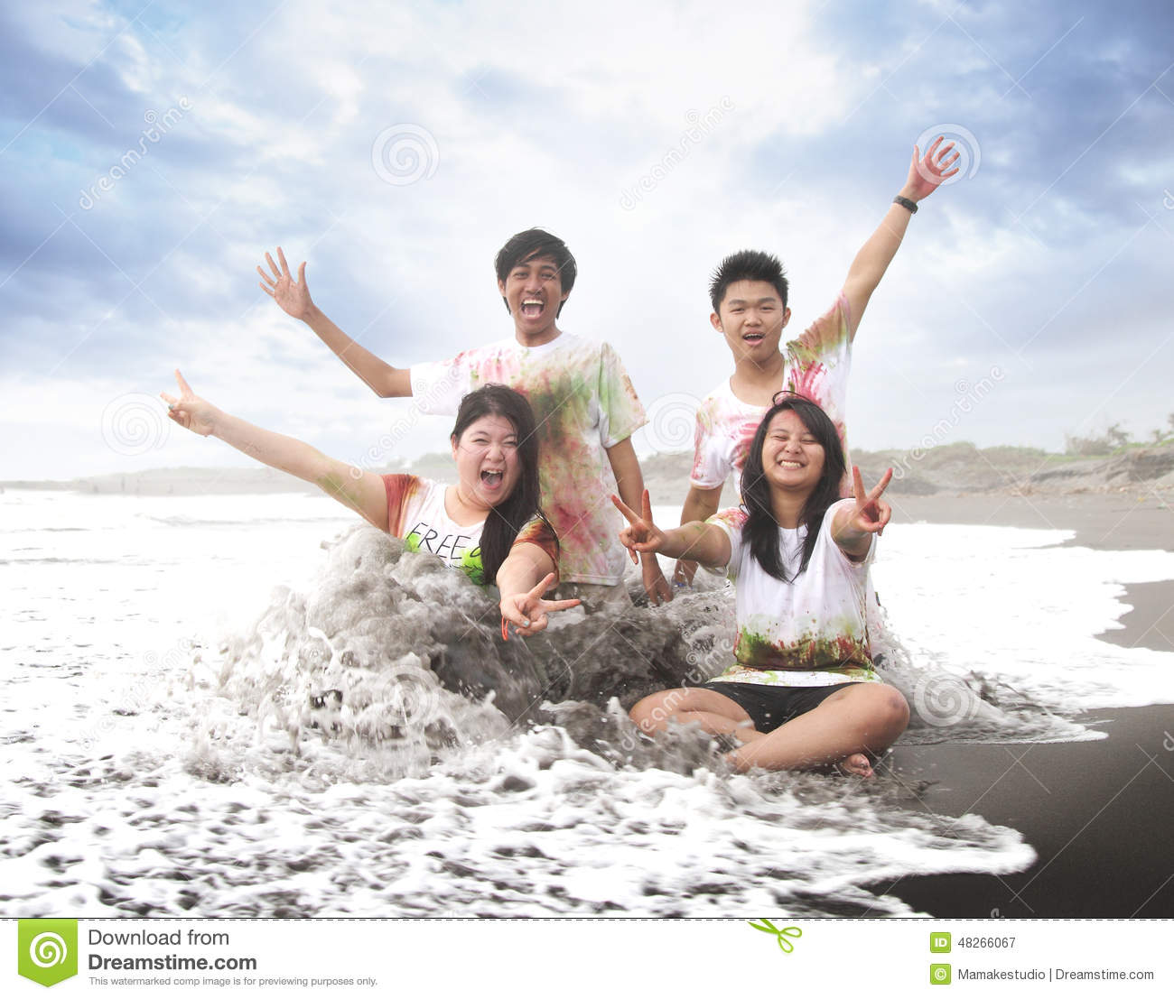Happy young people in a beach in summer with slow motion and blurry concept