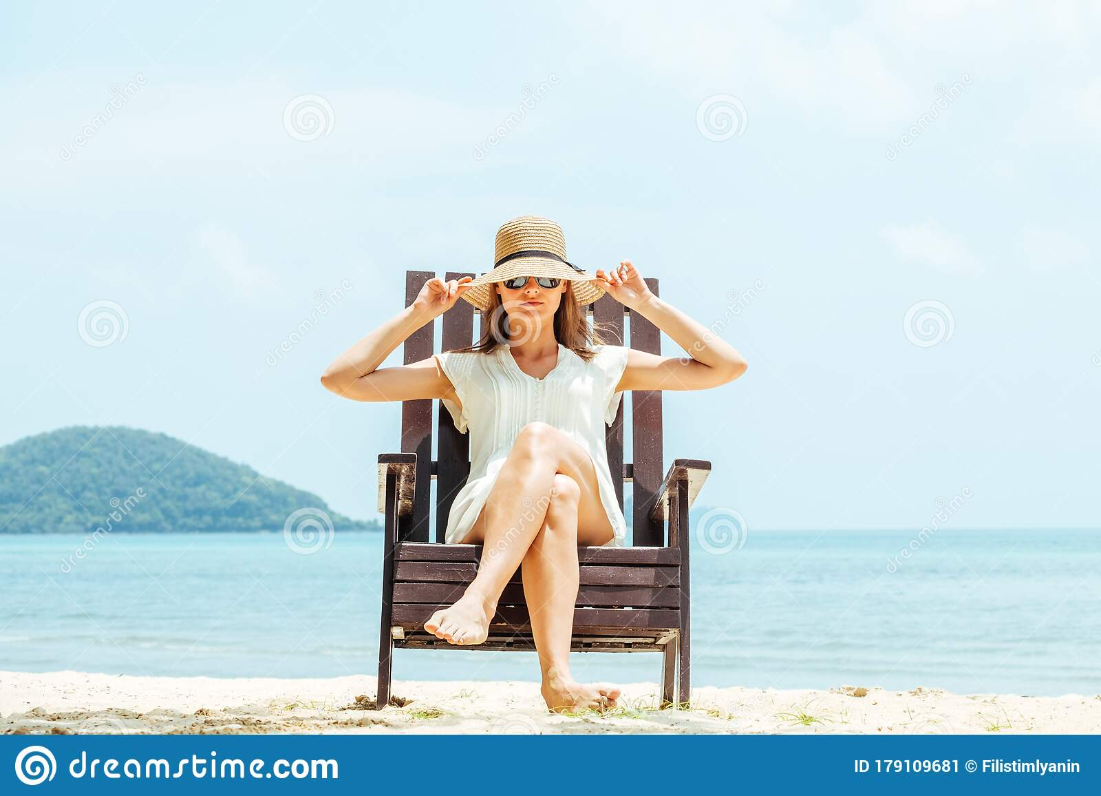 750 Happy Woman Sitting Beach Chair Tropical Young Photos Free Royalty Free Stock Photos From Dreamstime