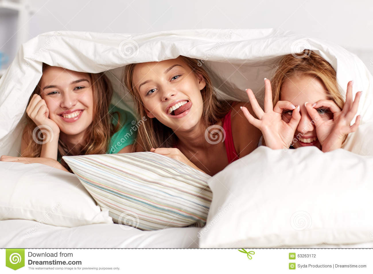Happy Young Women Bed Home Pajama Party Stock Images - Download 586 Royalty Free Photos-2659