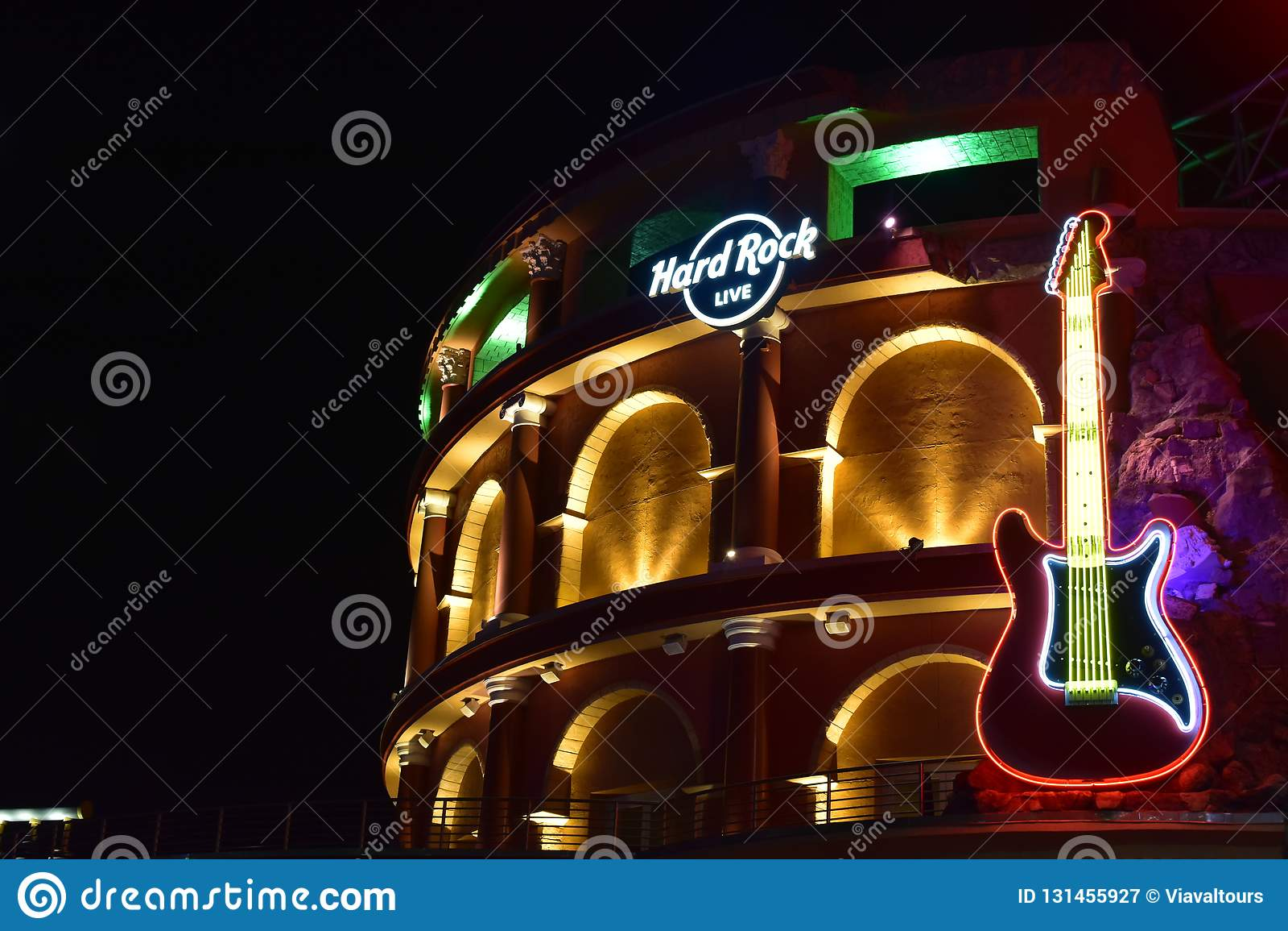 Hard Rock gitara na Romańskim kolosseumu i znak projektujemy budynek przy Universal Studios Citywalk