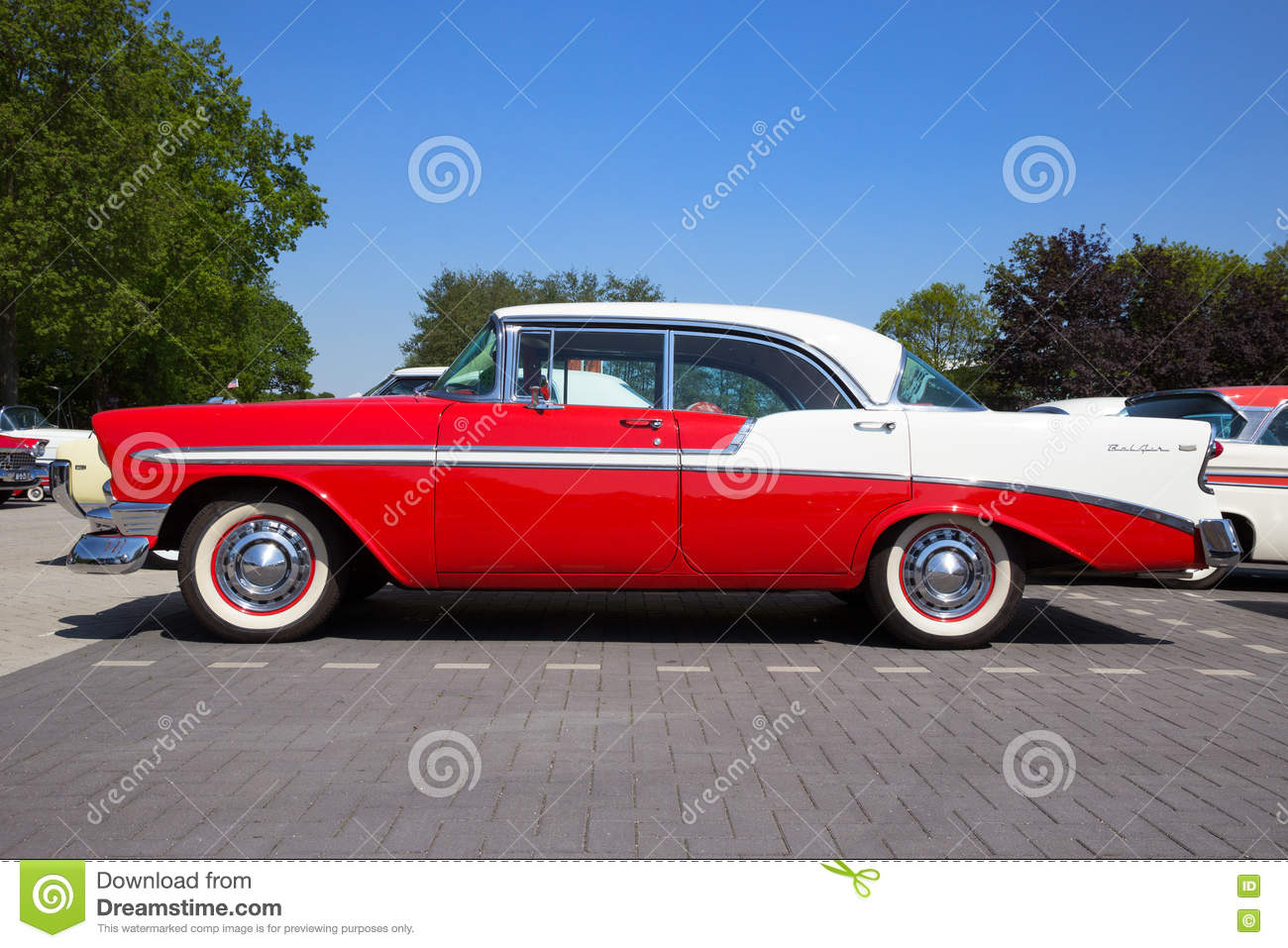 Hard-top 1956 de porte de Chevrolet Belair 4