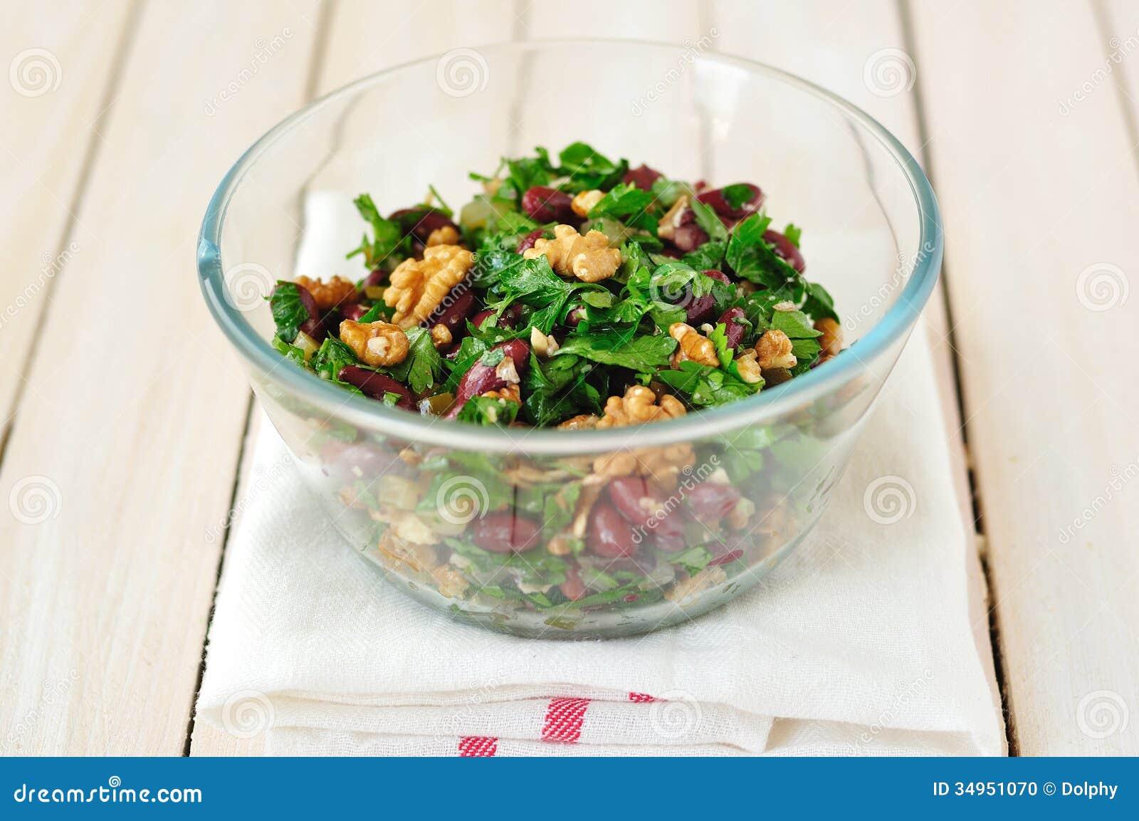haricot de noix et nain et salade verte fraîche photo stock - image