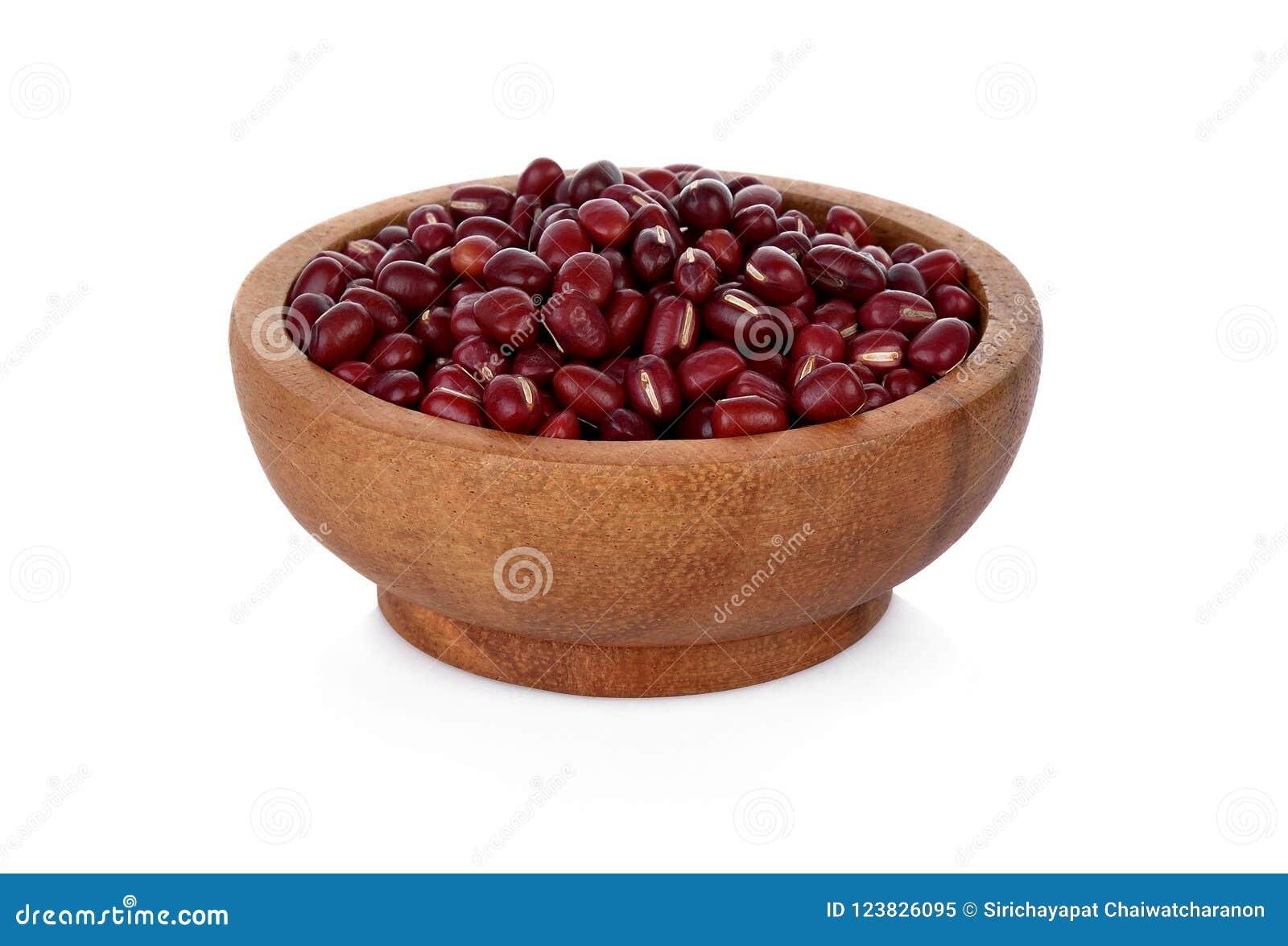 Haricots d Adzuki, haricots d Azuki, haricots rouges dans la cuvette en bois sur le CCB blanc