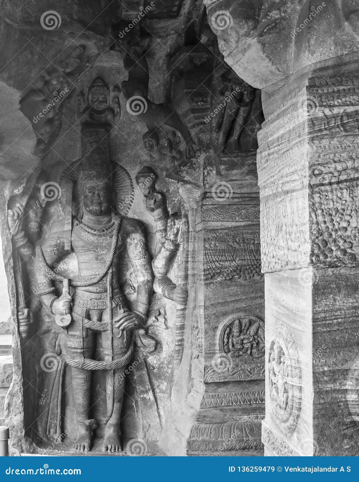 Harihara - escultura de Vishnu y de Shiva