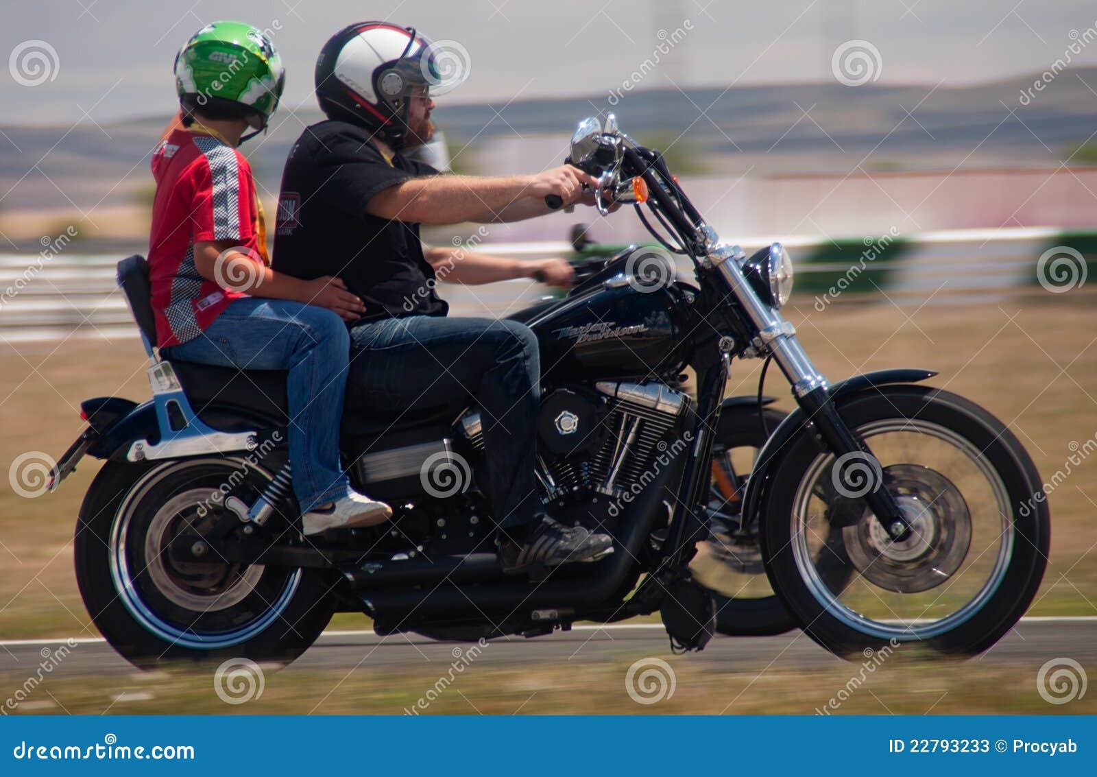 Harley οδήγησης παιδιών
