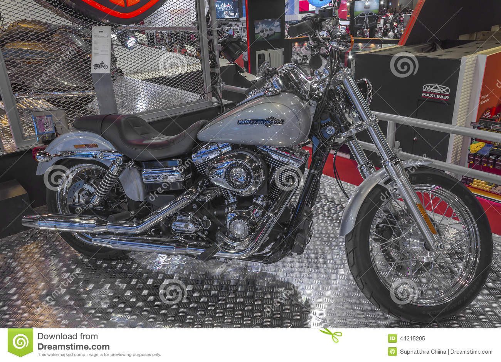 Harley - Davidson DYNA Super Glide Custom Motorcycle