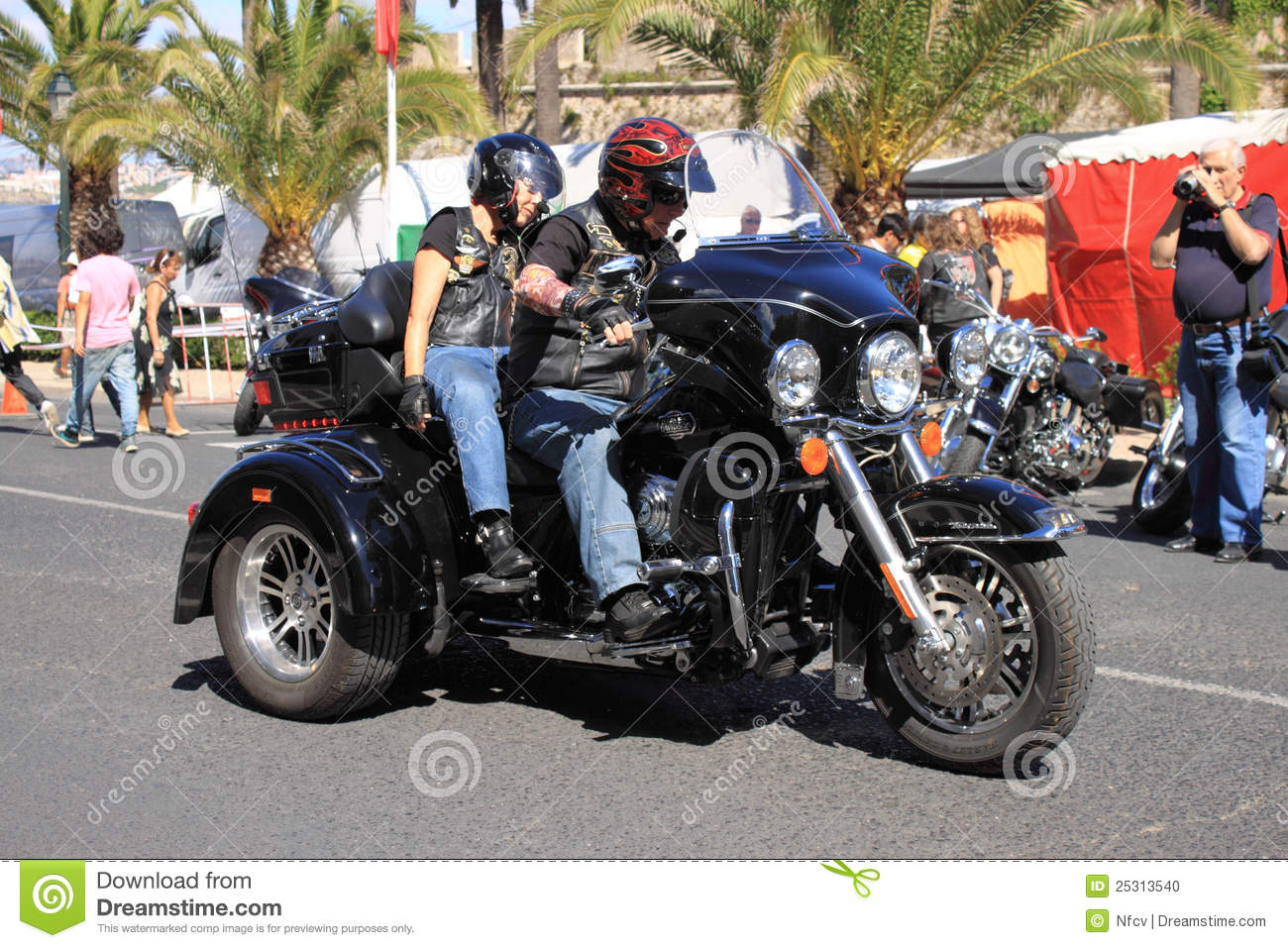Harley Davidson Parade: Harley-Davidson Parade Editorial Image. Image Of Group