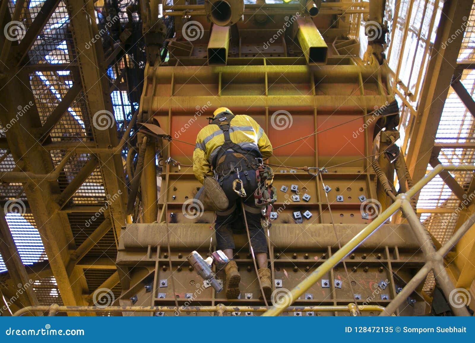 Harnais de sécurité de port de corde d accès de travailleur de sexe masculin d industrie, travailler accrochant de casque de prot