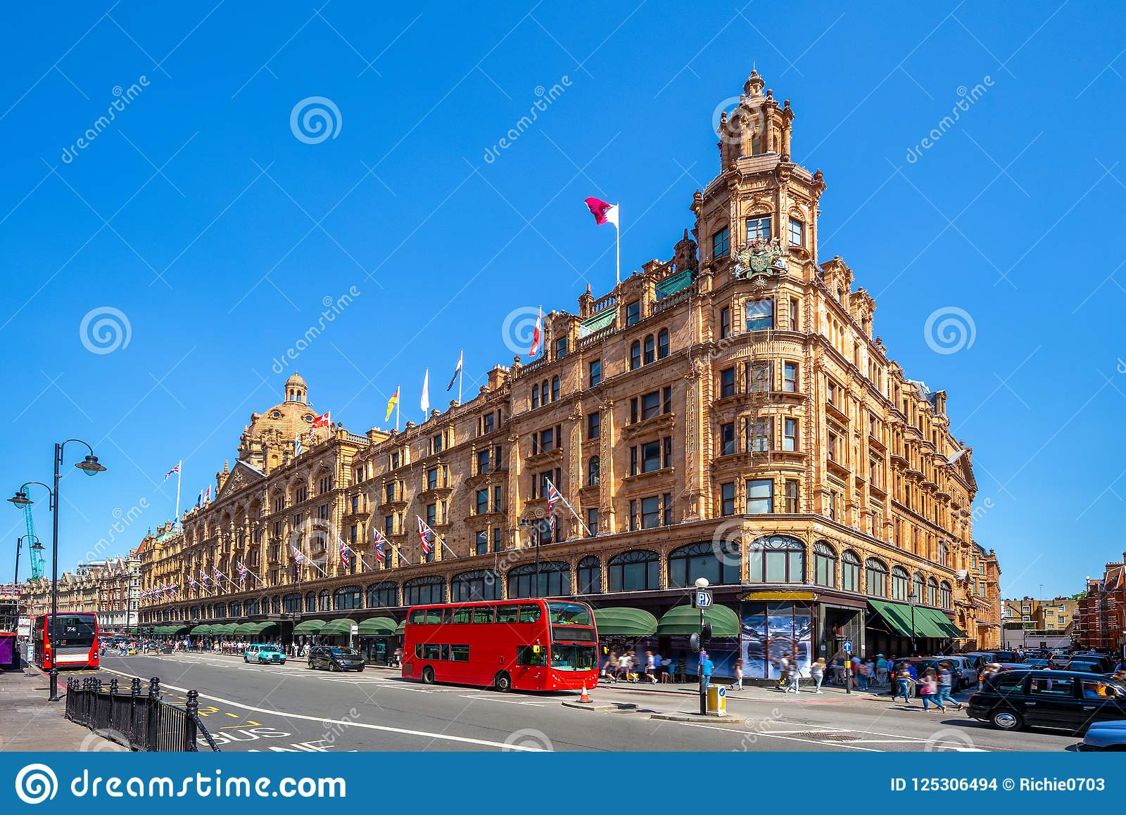 Harrods, the world`s most famous department store online with the latest men`s and women`s designer fashion, luxury gifts, food and accessories.