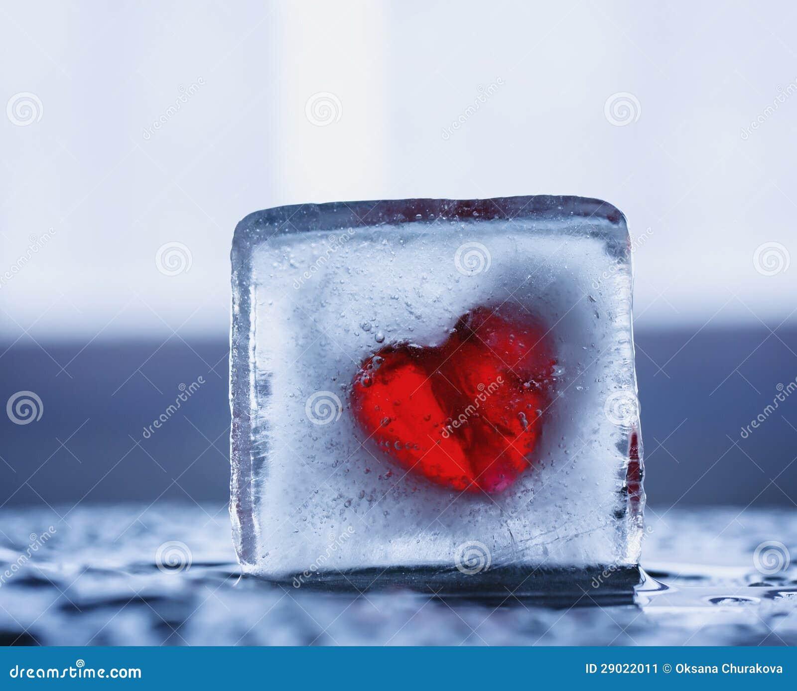 Hart in een blok van ijs