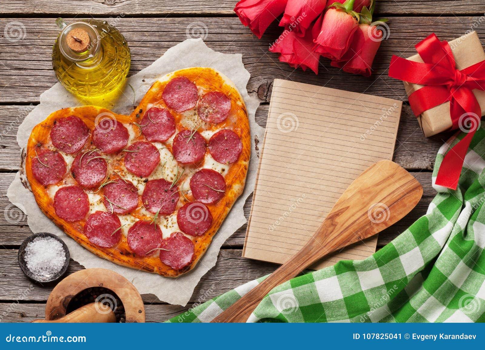 Hart gevormde pizza
