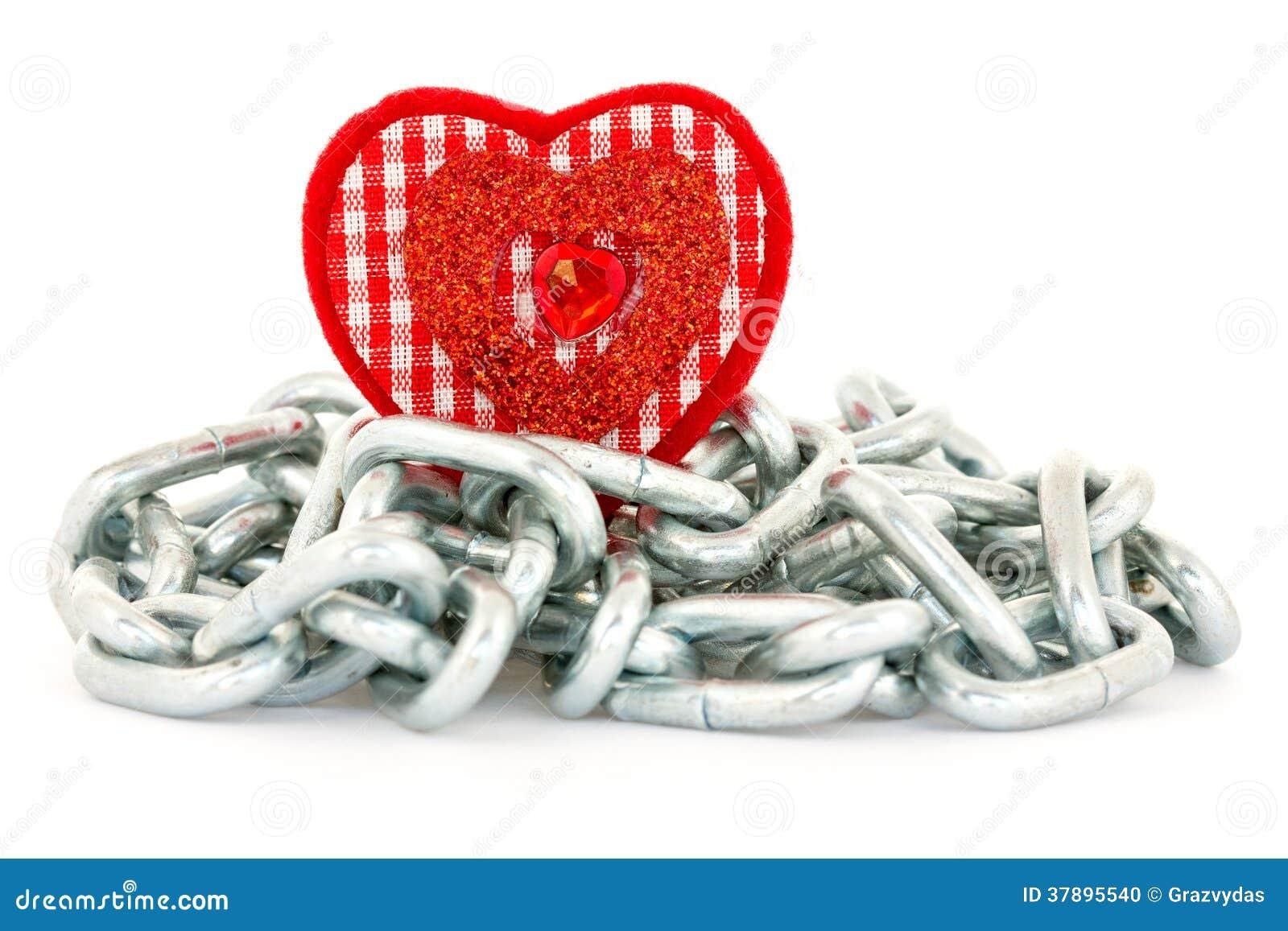 Hartvorm met kettingen op wit