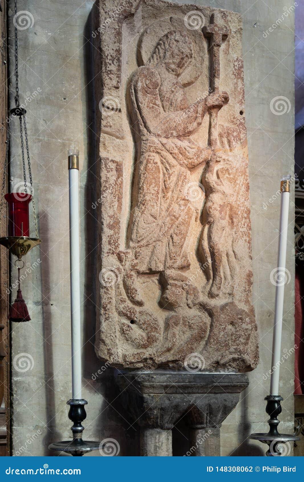Harva av den saxiska stenhuggeriarbetet för helvete i domkyrkan i Bristol på Maj 14, 2019