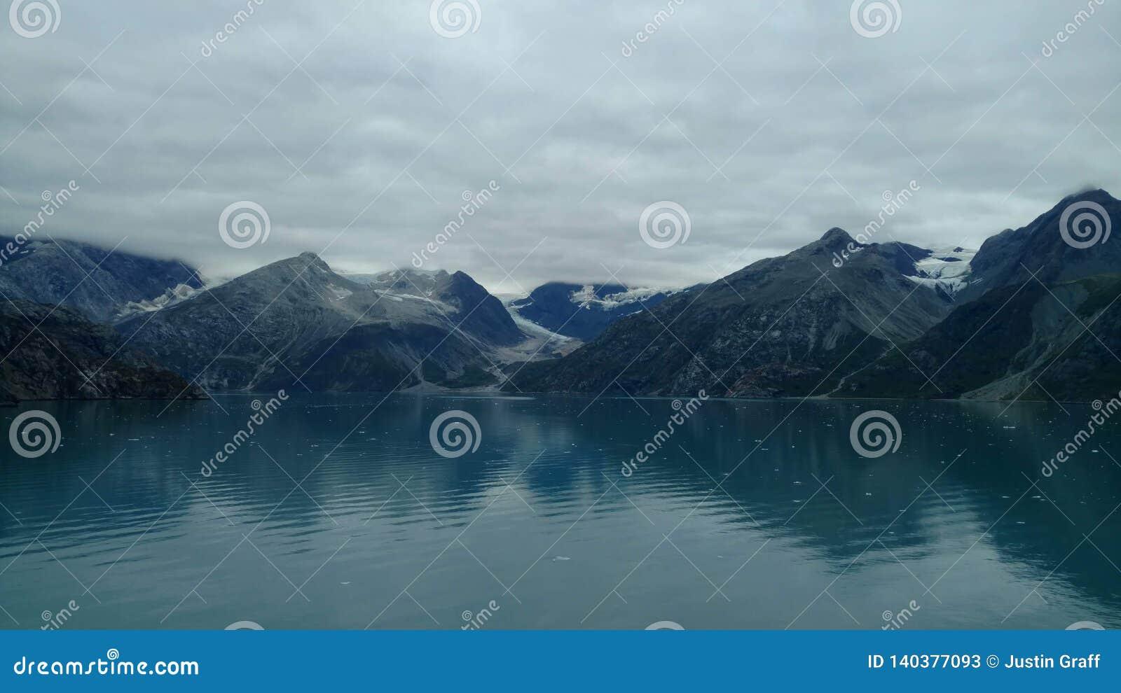 Harvard lodowa szkoły wyższej Fjord Alaska Wielki lodowiec ono ślizga się w ocean spokojnego w Alaska