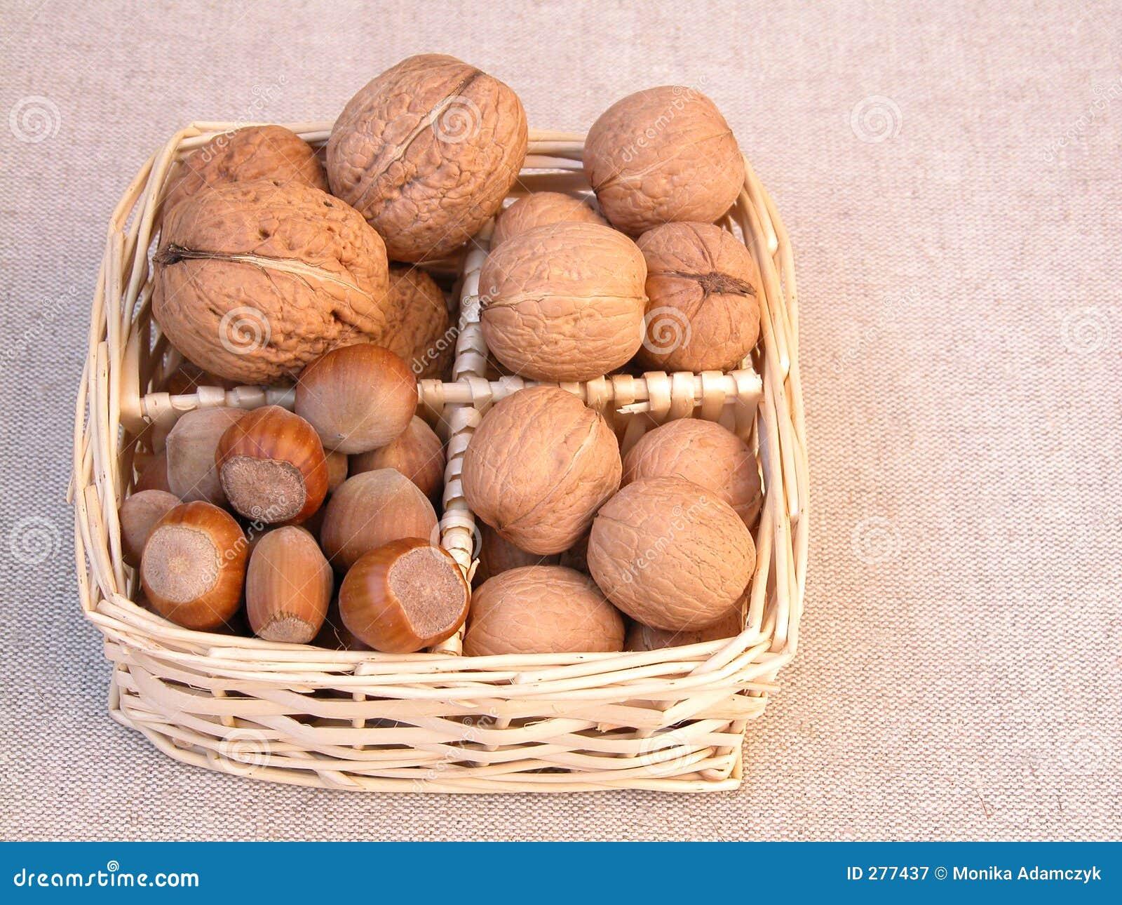 Hasselnötvalnötter
