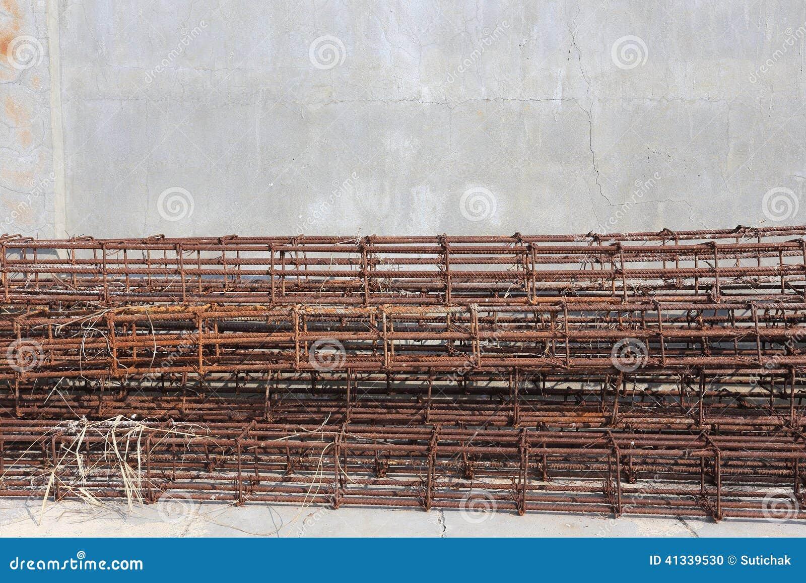 Hastes de aço usadas para reforçar o concreto