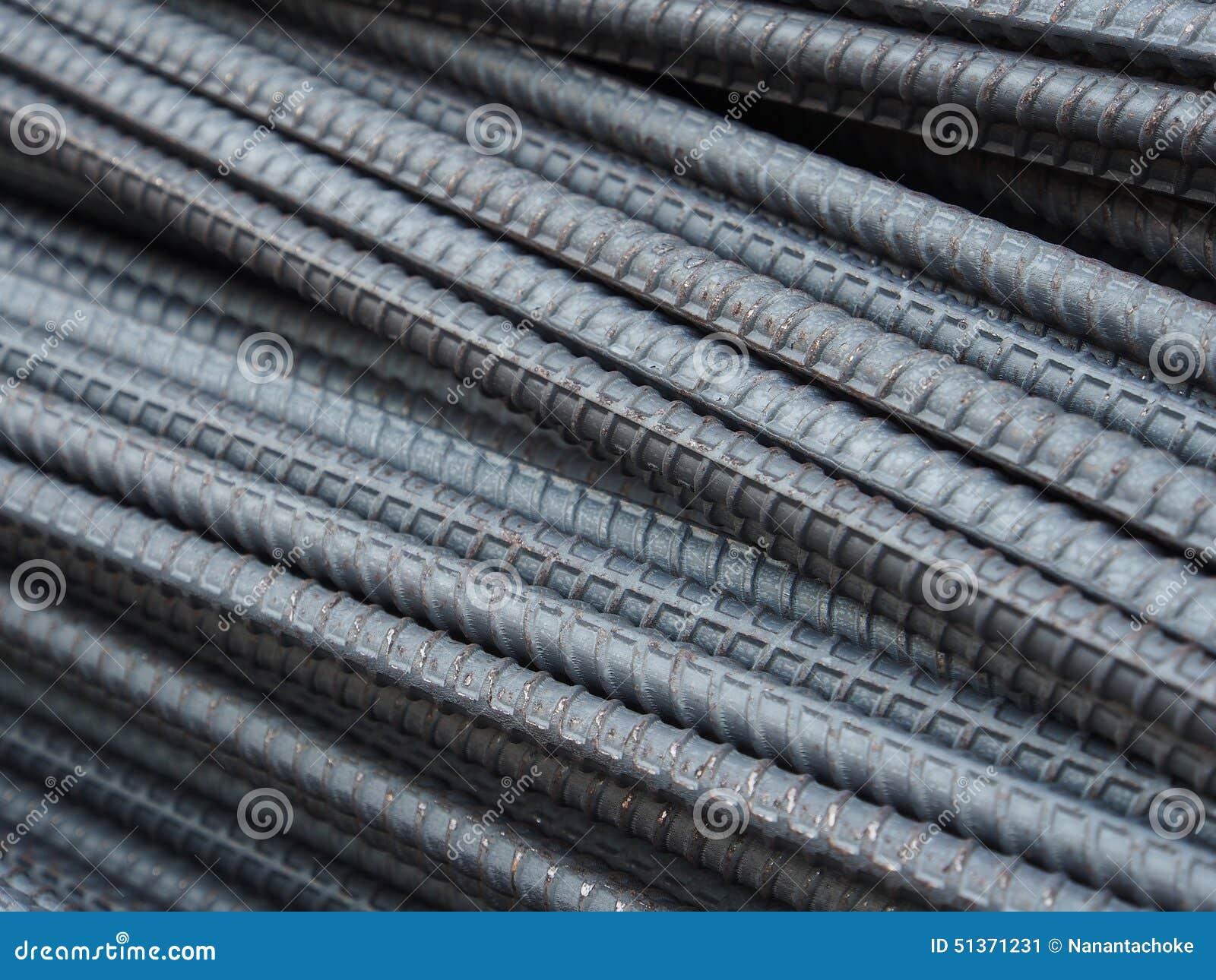 Hastes ou barras de aço usadas para reforçar o concreto